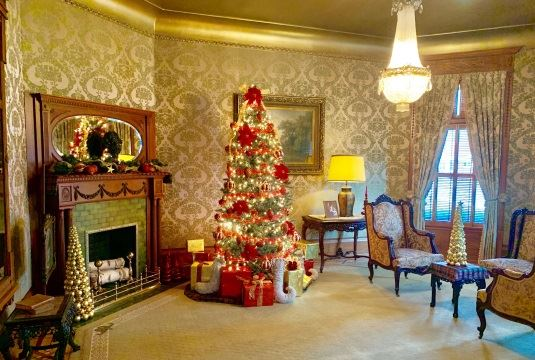 Christmas in the Mansion