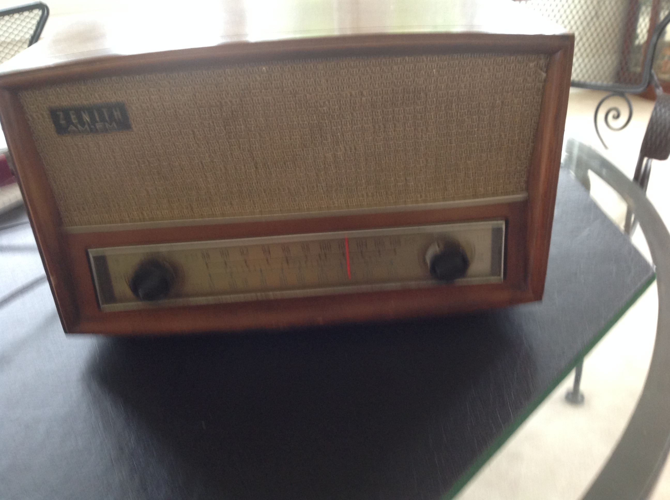 1950s Zenith Tube Long Distance Radio Model S-5222
